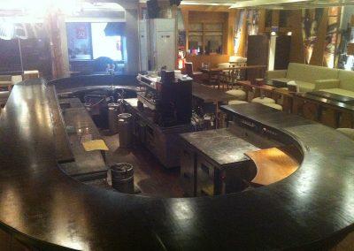 Βαφη ξύλινου bar στο κατάστημα LES AMIS