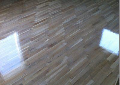 Δρύινο ξύλινο πάτωμα βαμένο απαλό άσπρο με λάδι κέρι