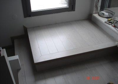 Επένδυση σιδερένιας σκάλας με μασίφ προγυαλισμένο δρύινο ξύλο βαμένο τύπου de cape σε κατοικία τη Πυλαία Θεσσαλονίκης (2)