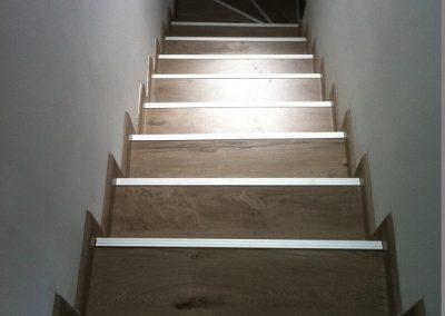 Επένδυση σκάλας με laminate σε εξοχική κατοικία στη Φούρκα Χαλκηδικής