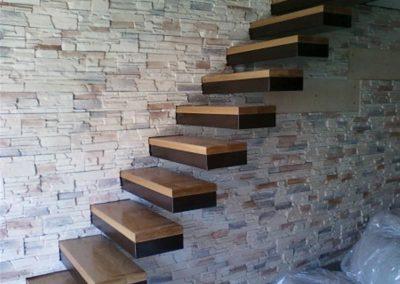 Μασίφ ξύλινη σκάλα απο δύο τύπους ξύλο δρύς και wege σε οικεία στη θέρμη Θεσσαλονίκης