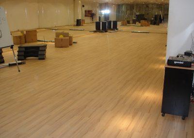Συνθετικό ξύλινο πάτωμα laminate στο γημναστήριο GYMNASIUM (2)