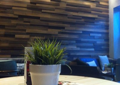 Επένδυση τοίχου από ξύλο λεύκας